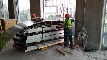 Такелаж элементов конструкции бассейна на 4 этаж гостиницы Hyatt