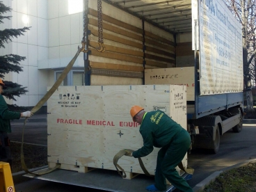 Разгрузили и установили рентген-установку для детской поликлиники