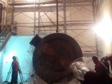 Разгрузка и монтаж циклотрона (ускоритель частиц)