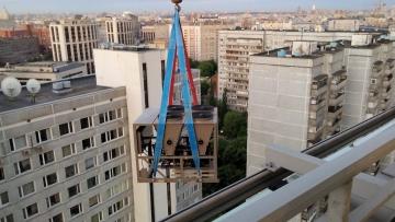 Поднятие оборудования на крышу здания РЖД